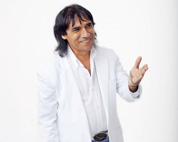 Foto do cantor Carlos Evanney